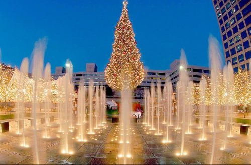 The Crown center's Chritmas tree, KC